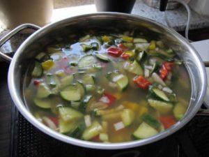 Topf mit vielfältigem Gemüse
